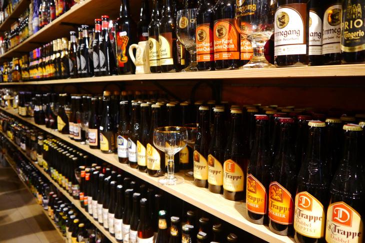 Półka z piwem zagranicznym