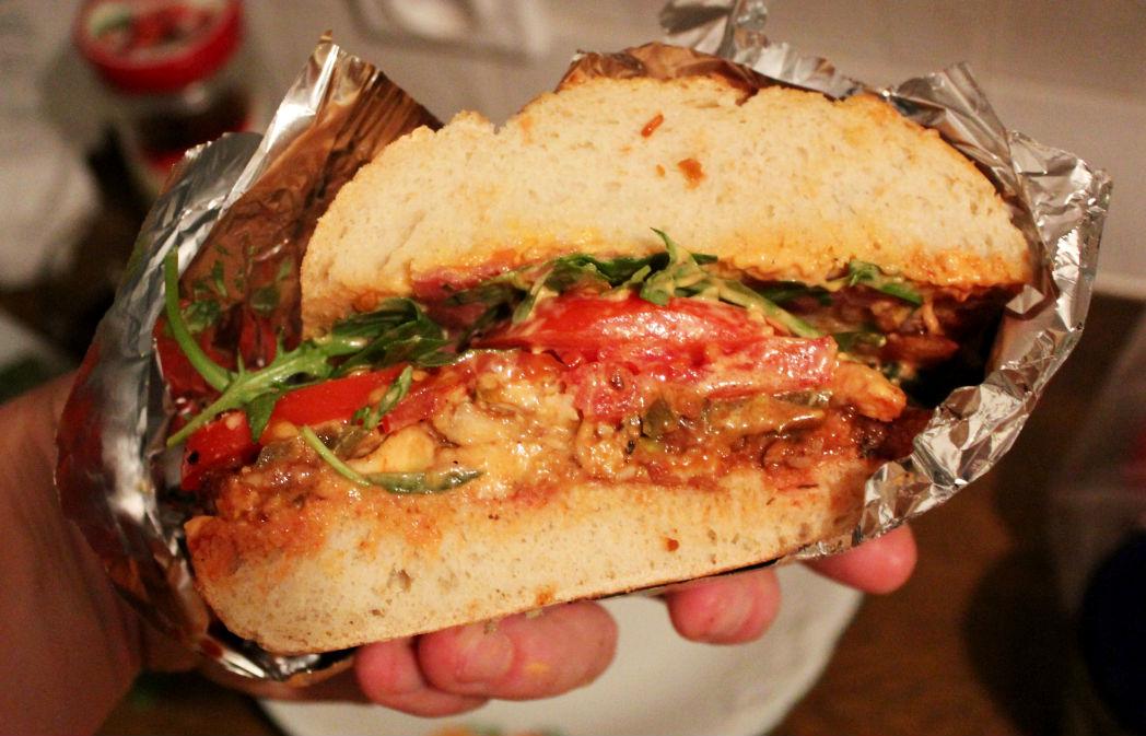 ogromna-kanapka-z-kurczakiem-do-piwa-10