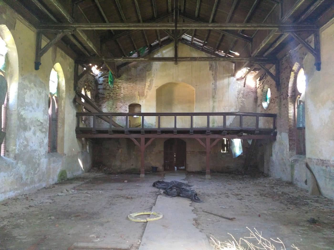 Opuszczony kościół w Pogódkach - wnętrze