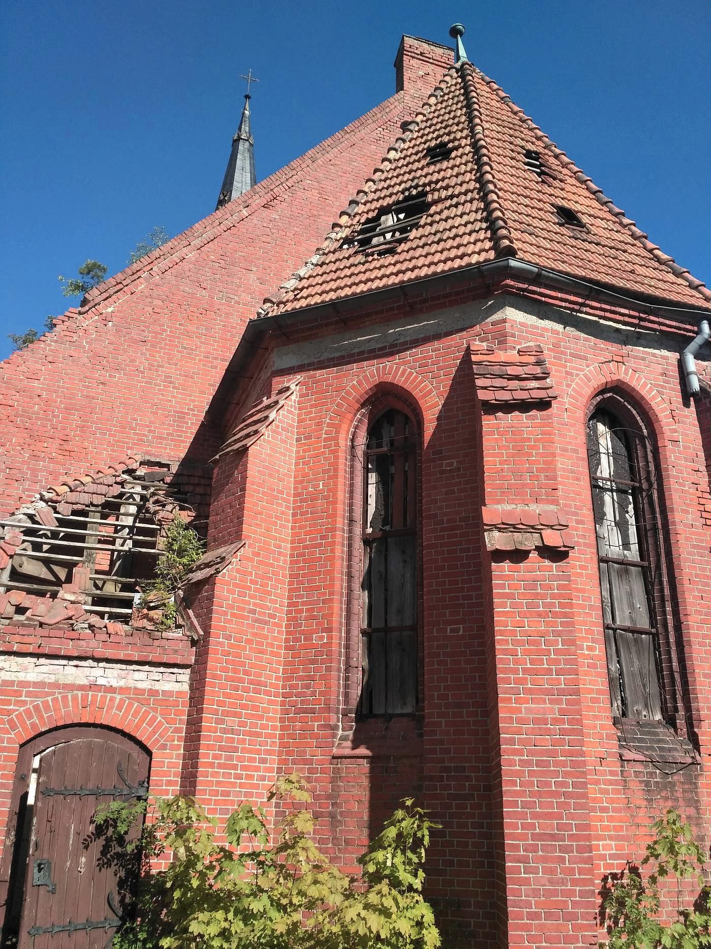 Opuszczony kościół w Pogódkach