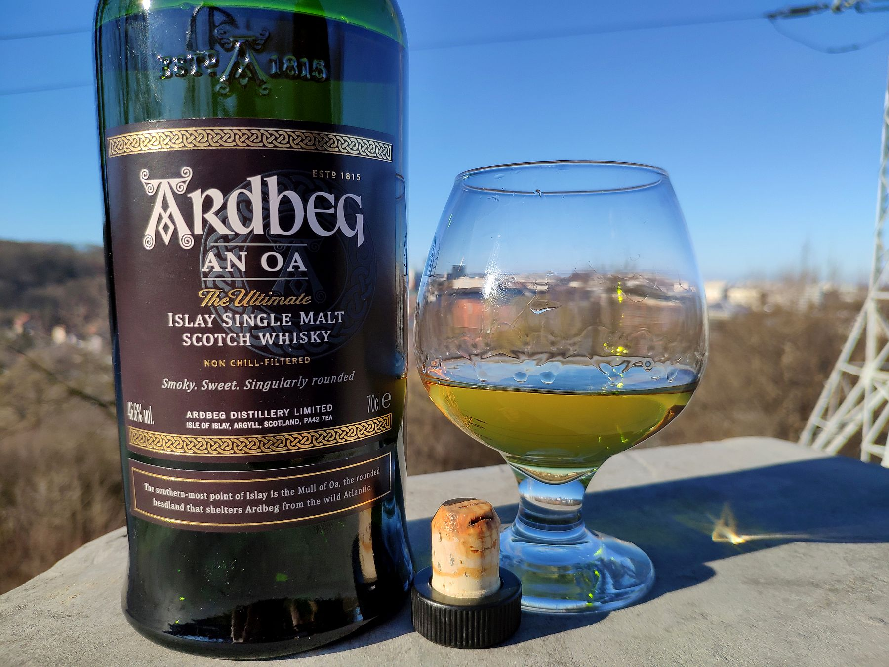 Ardbeg An Oa Islay Whisky w szkle