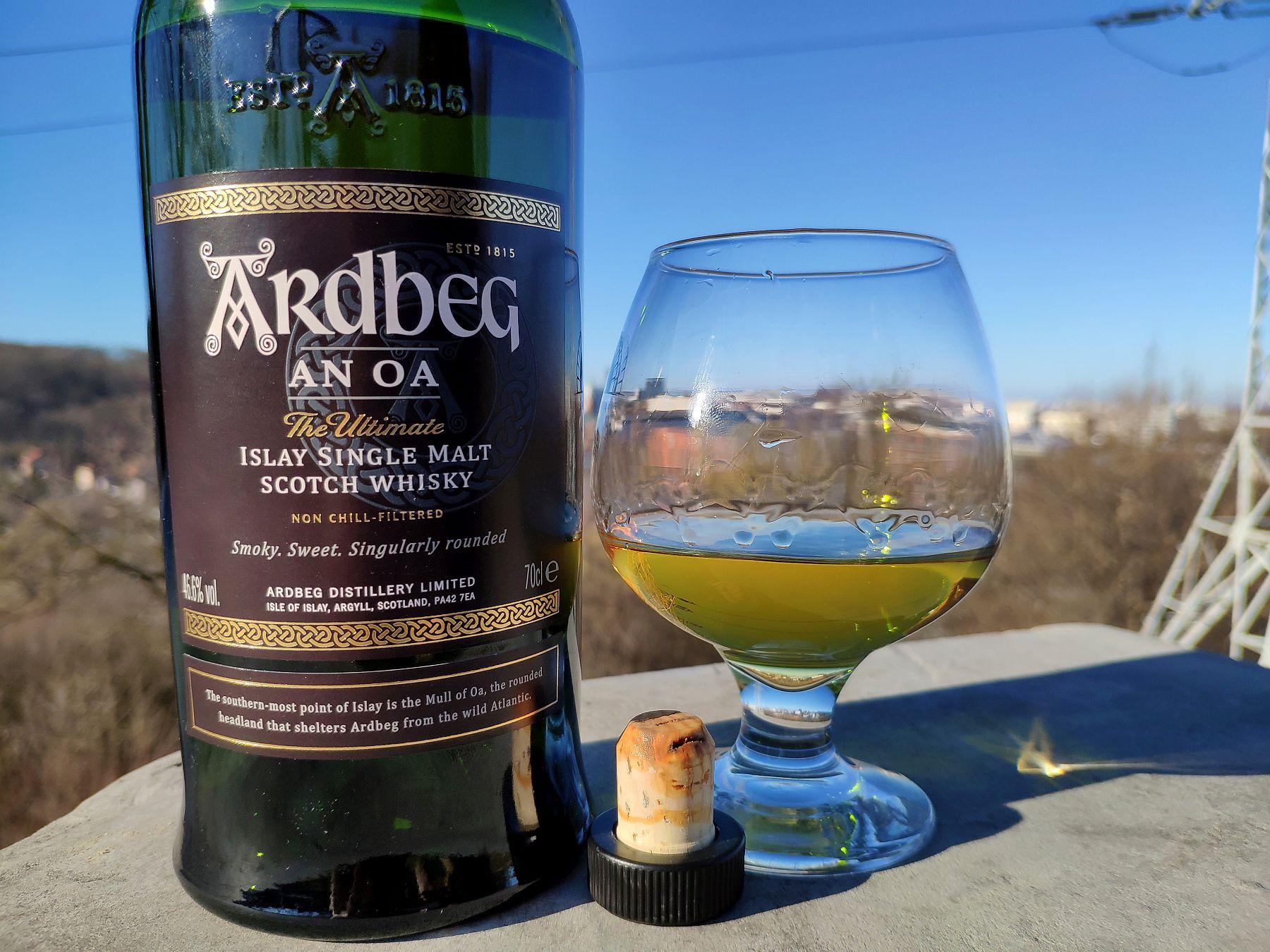 Ardbeg An Oa Islay Whisky w szkle