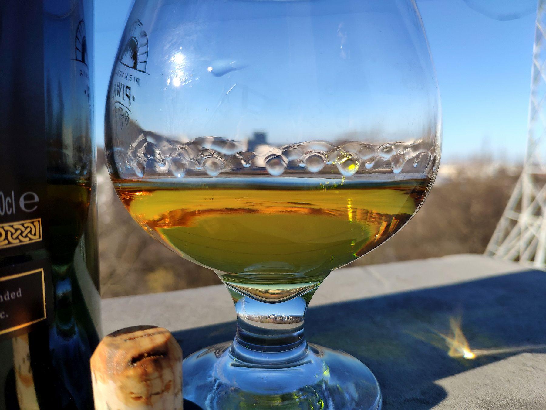 Ardbeg An Oa Islay Whisky - strugi na szkle