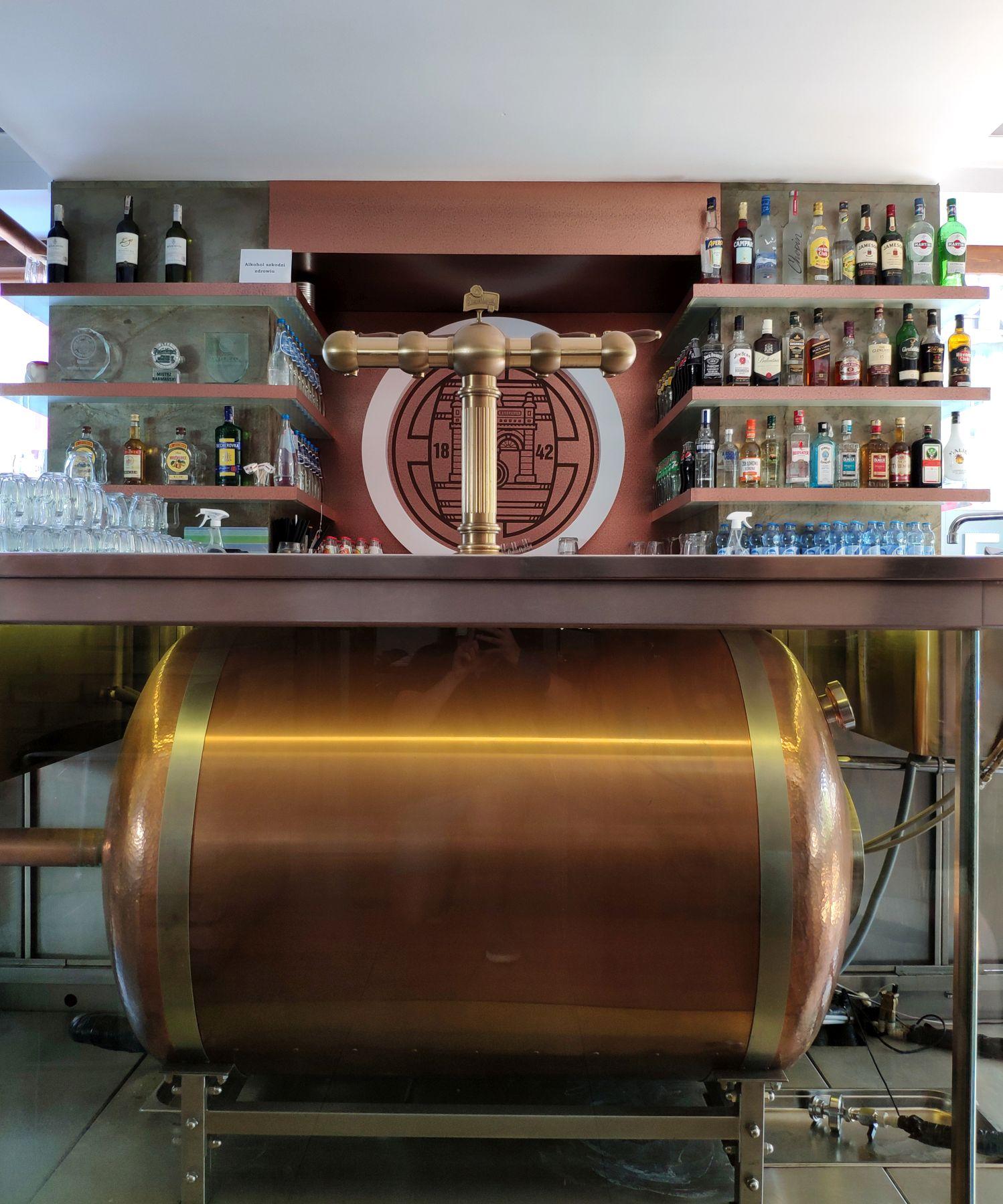 Pilsner Urquell tank pod barem