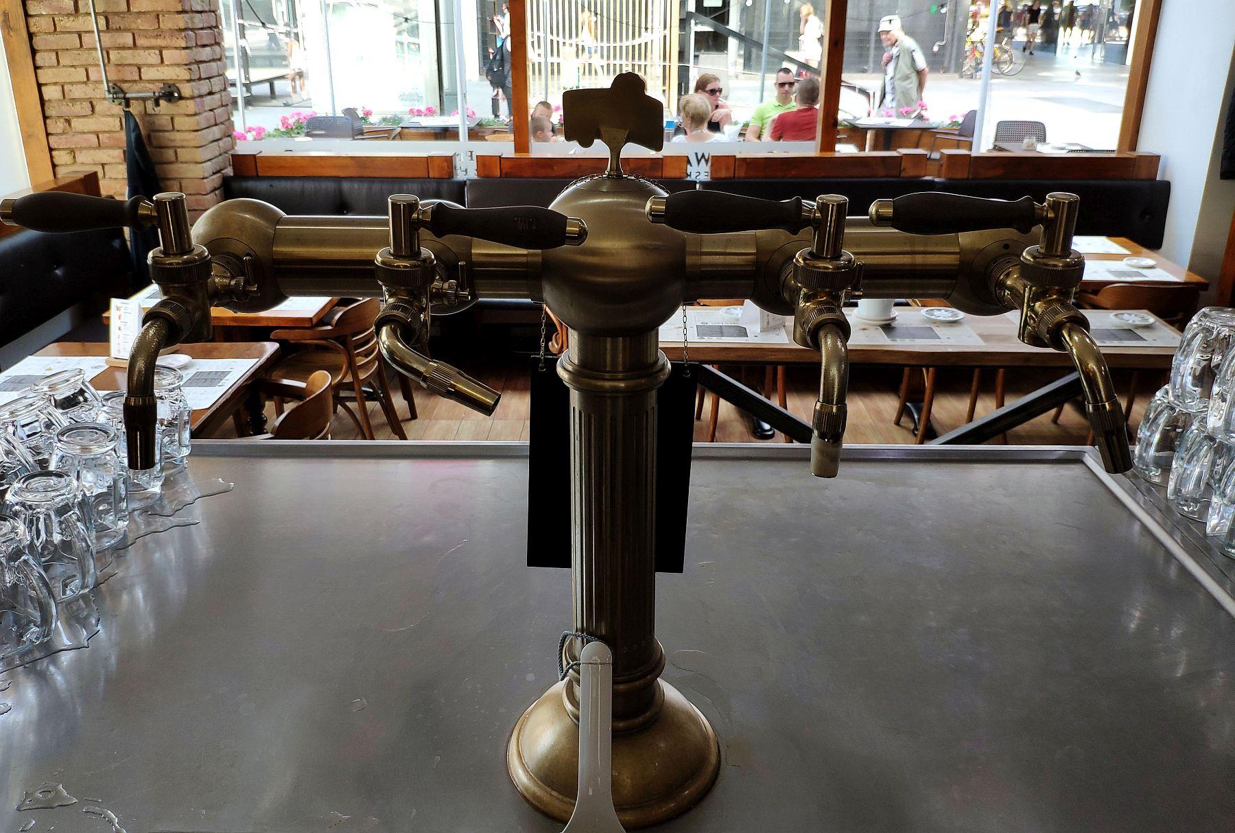 Pilsner Urquell - krany do nalewania piwa